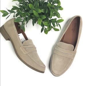 Universal Thread | light tan loafer size 9.5